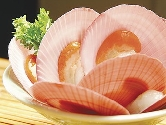 Hafl shell scallop roe on